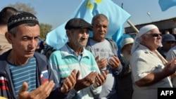 Кырымтатарлар Кырым чигендә азык-төлек блокадасын дога кылудан башлады. Чонгар чик капкасы, 20 сентябрь 2015