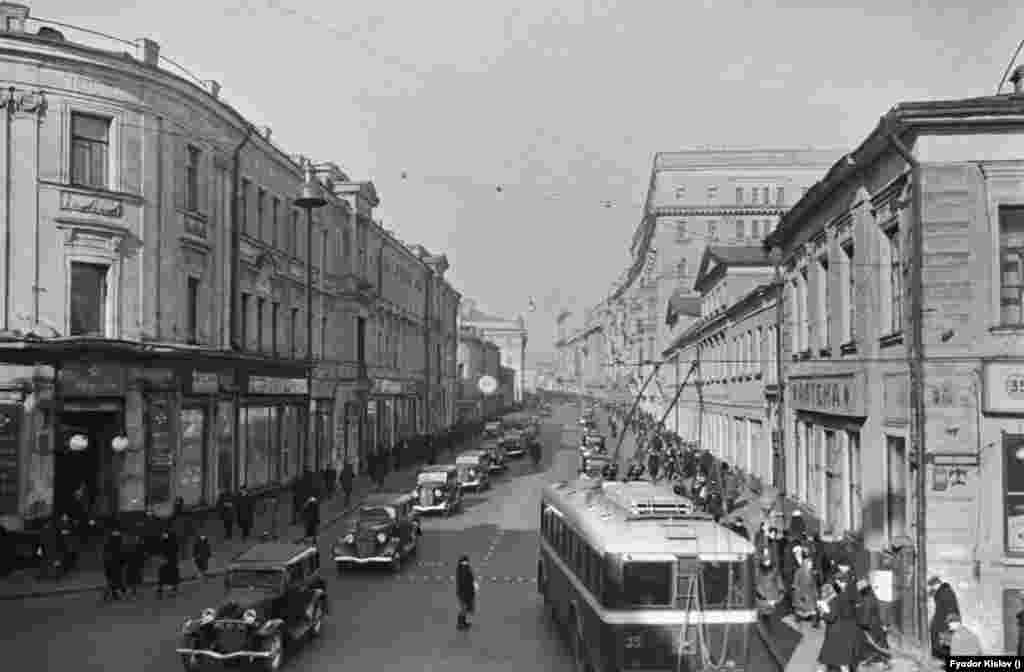 A view of Gorky street in Moscow in 1939, before it underwent reconstruction.