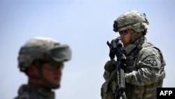 فرمانده ارتش آمريکا در جنوب بغداد می گوید ۲۵ سرباز آمريکايی که در ۶۰ روز گذشته در اين منطقه کشته شده اند، هدف «آتش غير مستقيم» قرار داشته اند
