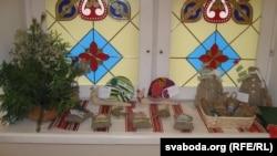 Выстава-продаж калядных падарункаў зроблена рукамі прыхажанаў