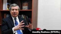 ЕҚЫҰ-ның Минск тобы төрағаларының бірі, АҚШ дипломаты Джеймс Уорлик. Баку, 4 ақпан 2014 жыл.