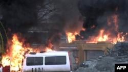 Zapaljena vozila UN-a u martovskim neredima 2008.
