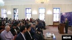 نشست خبری محمد جواد ظریف پیش از ظهر دوشنبه با حضور رسانههای داخلی و خارجی در ساختمان وزارت خارجه ایران برگزار شد