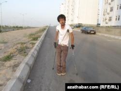 Türkmenistanda 121,810 sany mümkinçiligi çäkli adam bar.