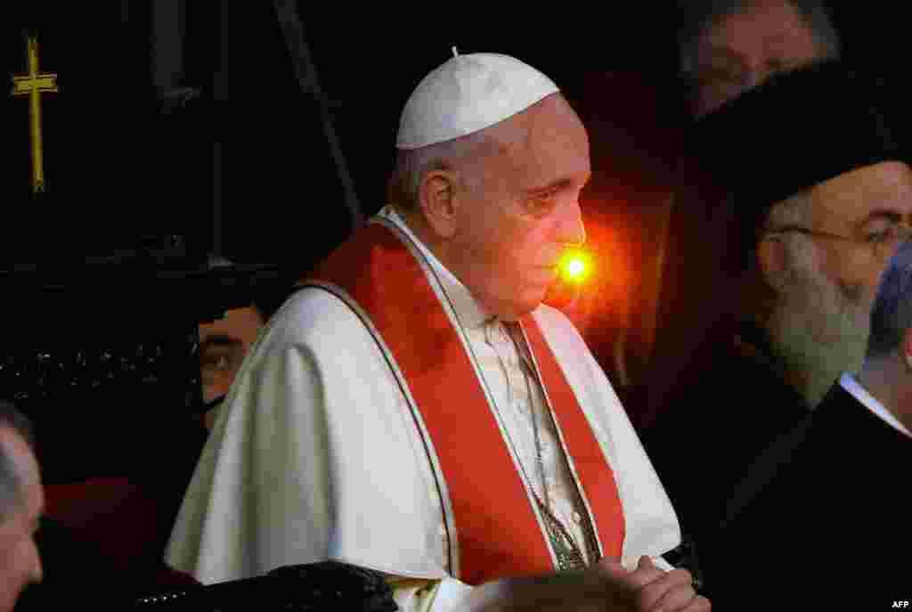 Папа Франциск давно не чурается экуменического диалога с православными. На этом снимке он присутствует на литургии в соборе святого Георгия в Стамбуле (2014 год).