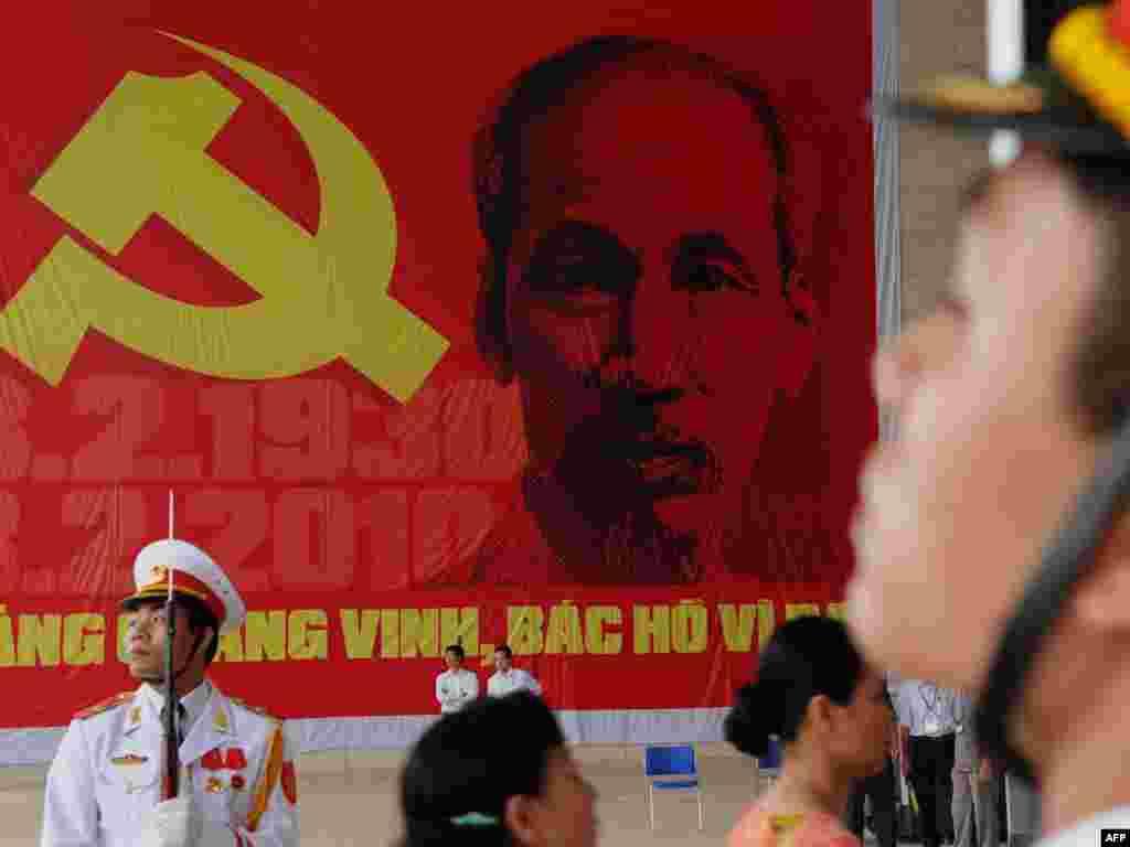 У Віетнаме адзначаюць 120-ю гадавіну з дня нараджэньня першага прэзыдэнта камуністычнага Віетнаму Хо Шы Міна.