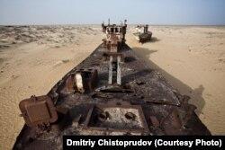 Aral kölüniň gurap, çöle öwrulen regionlaryndan biriniň häzirki görnüşi.