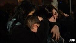 Родители и близких погибших школьников в Ньютауне