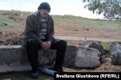 Бектау ауылының тұрғыны Сергей Соловьяненко. Ақмола облысы, 7 мамыр 2012 жыл.