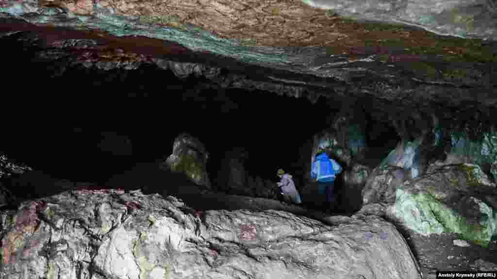 Археологи считают, что в пору раннего железа Ени-Сала II использоваликак языческое скотоводческое святилище