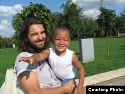 Бацька Аляксандар Грыгар'ян з сынам Давыдам
