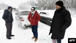 Asylum seekers from Afghanistan and Pakistan wait for permission to cross the Arctic border into Finland in January.