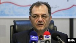 علی فرجی، رئیس سازمان تدارکات پزشکی هلال احمر، روز ۲۷ مرداد در دفتر کار خود بازداشت شد