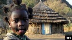 Milion dece raseljeno unutar same zemlje: Devojčica u selu Negla u Južnom Sudanu