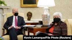 Secretarul Trezoreriei, Janet Yellen, într-o întâlnire cu Președintele Joe Biden la Casa Albă, 29 ianuarie 2021.