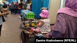 """""""Дордой"""" базарында. Бишкек. 1-июнь, 2021-жыл."""