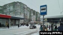 Остановка общественного транспорта, Симферополь, 13 февраля