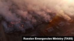 Пожар в поселке (архивное фото)