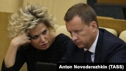 Denis Voronenkov and his wife, Maria Maksakova (left), who is also a former Russian lawmaker, left Russia for Ukraine in October 2016 after the Russian Prosecutor-General's Office refused to launch a probe against his alleged involvement in an illegal property seizure in Moscow.