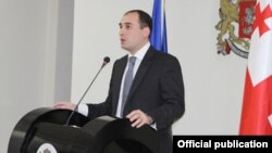 Дмитрий Кумсишвили работал замом Квирикашвили на протяжении двух с половиной лет. Сегодня благодарный за назначение Кумсишвили не скупился на комплименты в адрес премьера и своего бывшего руководителя