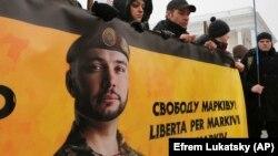 Прихильники Віталія Марківа вимагають його звільнення під час акції в Києві, 7 березня 2018 року