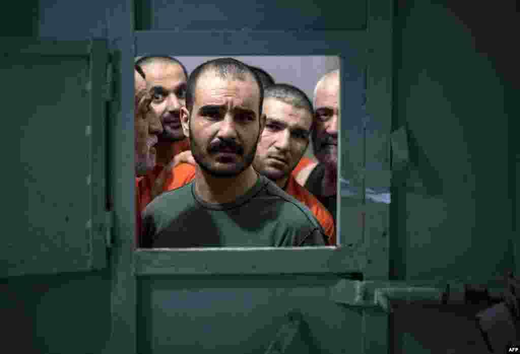 По данным агентства AFP, среди находящихся в тюрьме есть и граждане стран Центральной Азии.