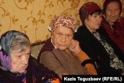 Пожилые женщины в доме престарелых. Поселок имени Туймебаева Алматинской области, 8 октября 2014 года.