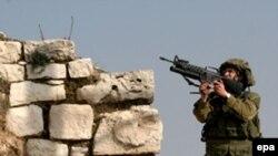 Izraelski vojnik u Hebronu, na Zapadnoj obali.