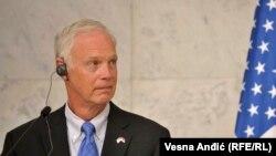 Senatori amerikan Ron Johnson gjatë qëndrimit në Beograd