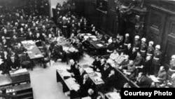 Нюрнбергтегі халықаралық трибунал отырысы. 1945 жыл. Мұрағаттағы сурет.