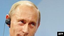 86% граждан России оценивают политическую роль президента Путина положительно, 56% респондентов в развитых странах мира - отрицательно
