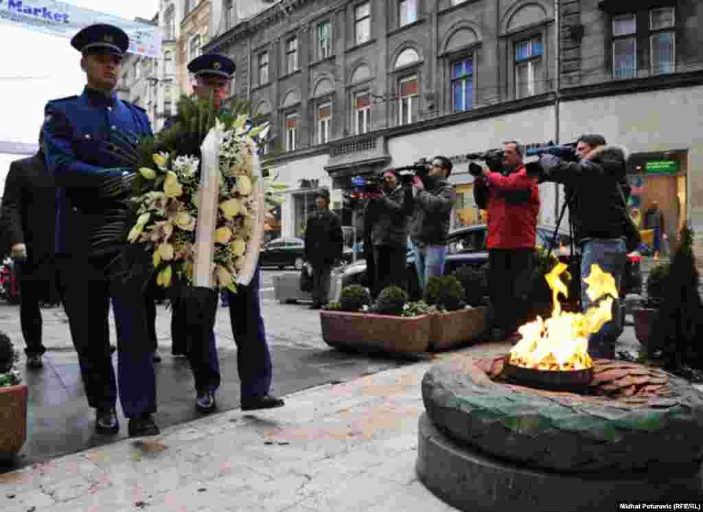 Polaganje cvijeća na spomen obilježje Vječna vatra, Sarajevo, 25.11.2011.
