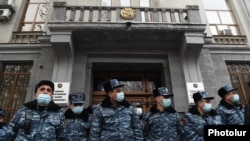 Armenia -- Riot police guard the entrance to the Office of the Prosecutor-General during an anti-government protest in Yerevan, January 28, 2021.