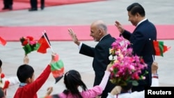 File photo of Afghan President Ashraf Ghani Ahmadzai and China's President Xi Jinping (R).