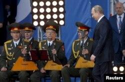 Președintele Vladimir Putin, marți, la Forumul militar rus de Kubinka, lîngă Moscow, June 16, 2015