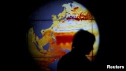 Mapa sa porastom nivoa mora i okeana u poslednjih 22 godine na Svetskoj konferenciji o klimatskim promenama u Parizu 2015. godine