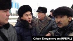Акция протеста у здания посольства России. Астана, 28 февраля 2014 года.