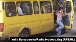 Со слов водителей маршруток, регистрация газового оборудования им обходится в 10-12 тысяч рублей.