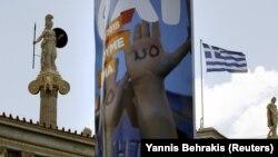 То, что долговой кризис в европейской стране бьет по экономике Грузии, в Тбилиси признали давно. Объем денежных переводов из Греции, где трудятся несколько тысяч грузинских граждан, неумолимо сокращается
