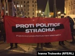 Сотні чехів виходили на акції протесту проти зібрання конгресу крайніх правих сил