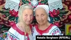 Surorile Olga (stg.) și Silvia Calea-Valea