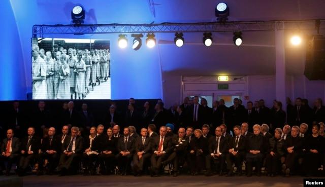 Во время мемориальных торжеств в Освенциме. 27 января 2015 года