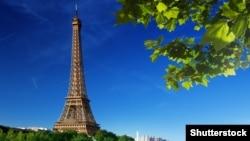 Эйфелева башня в Париже. Иллюстративное фото.