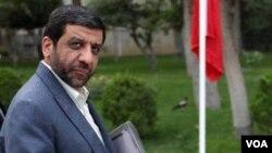 عزتالله ضرغامی به روزنامه «شرق» گفته است که به دلیل انتشار برخی اخبار، از سوی شورای عالی امنیت ملی «شدیدا توبیخ» شده است.