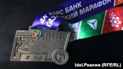 Официальная символика Казанского марафона: на СПИД/ВИЧ ни намёка.