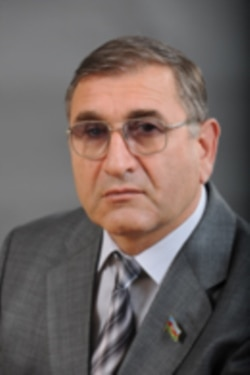 Tahir Rzayev: 'Bələdiyyə öz işini qura bilsə, rayon rəhbərliyi də bu qurumla hesablaşar'
