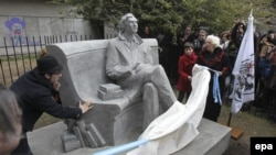 Argentina. Julio Cortazar heykəli