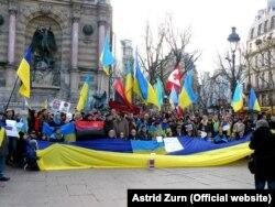 Акція солідарності з Україною у Парижі, 18 січня 2015 року (Фото: Astrid Zurn)