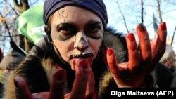 Активист движения за права животных во время перфоманса в Санкт-Петербурге. 20 октября 2013 года.