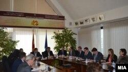 Амбасадорите на САД и ЕУ Џес Бејли и Аиво Орав во посета на Државната изборна комисија